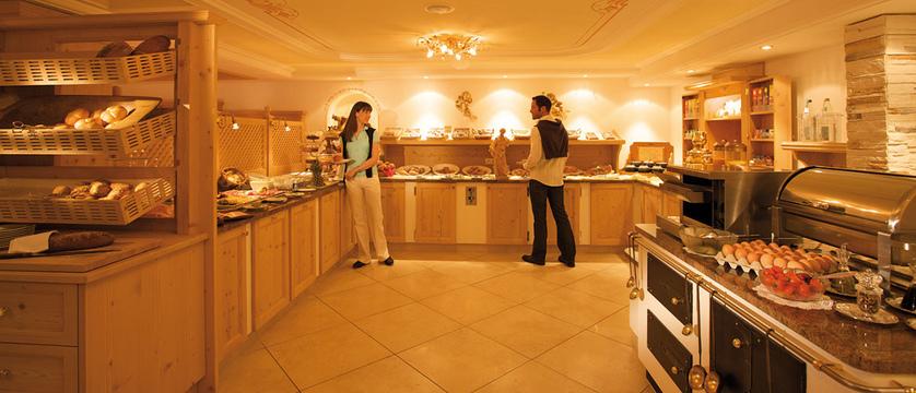 Sun Valley Hotel Breakfast room.jpg